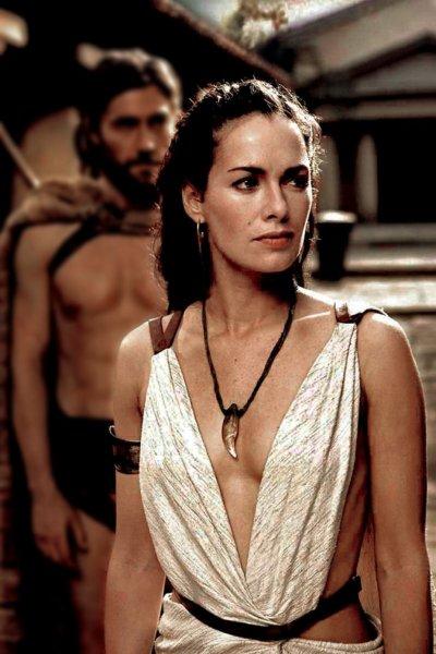 Лена Хиди - главная героиня фильма 300 спартанцев (45 фото)