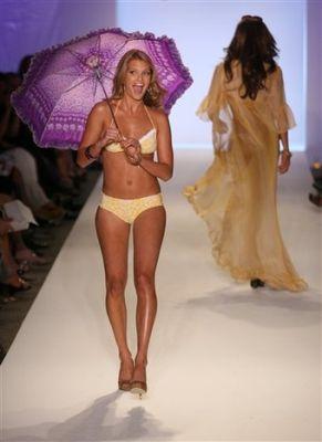 Коллекция пляжной одежды Джессики Симпсон (18 фото)