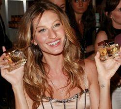 Жизель Бундхен запустила новый аромат Dolce & Gabbana