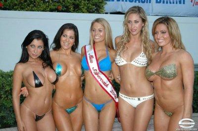 Девушки на конкурсе бикини (55 фото)
