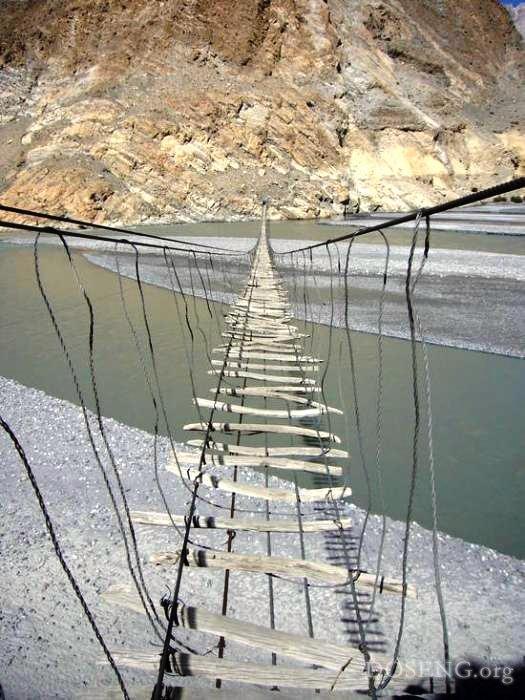 Самые страшные мосты в мире фото