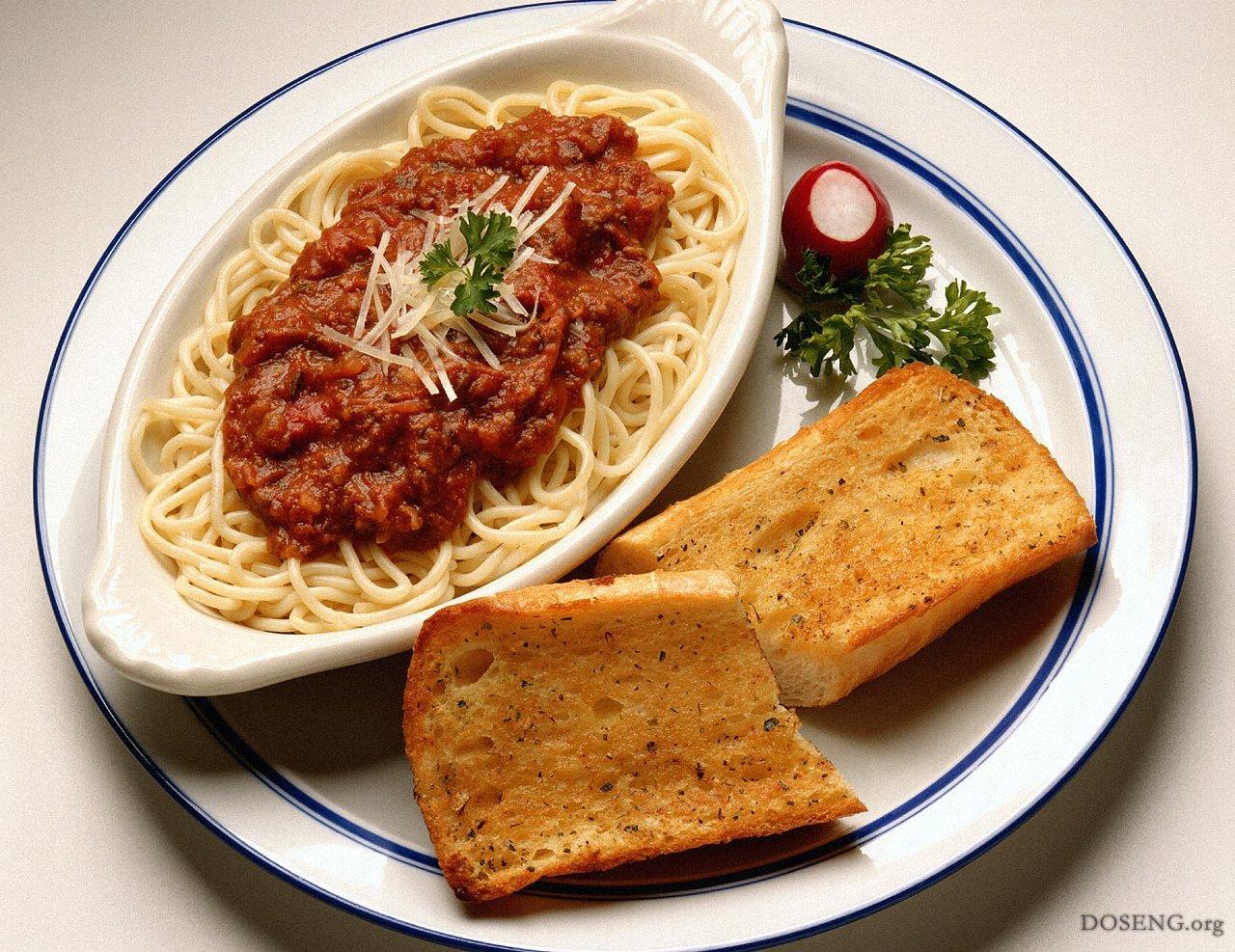 секреты приготовления.  Чем мельче нарезаны овощи, тем легче и быстрее они растворятся в соусе. болоньезе существуют.
