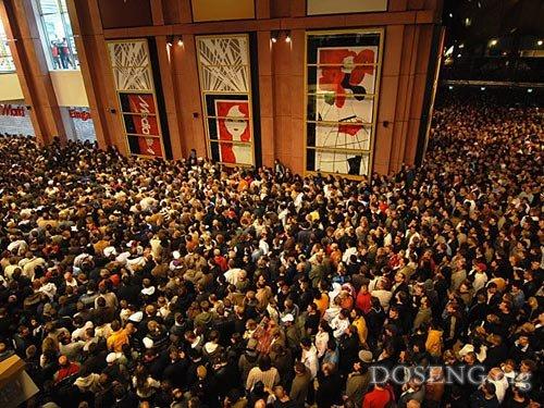 15 человек пострадали на открытии торгового центра в Берлине