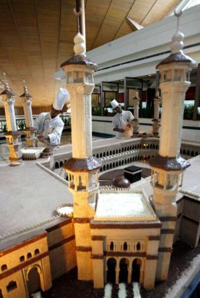 Мечеть из 150 кг шоколада в одном из отелей Индонезии