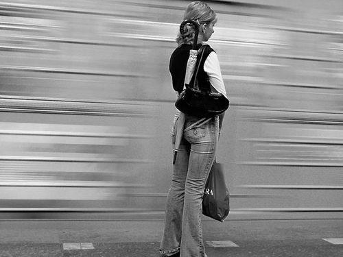 Где в метро стоять безопасно?