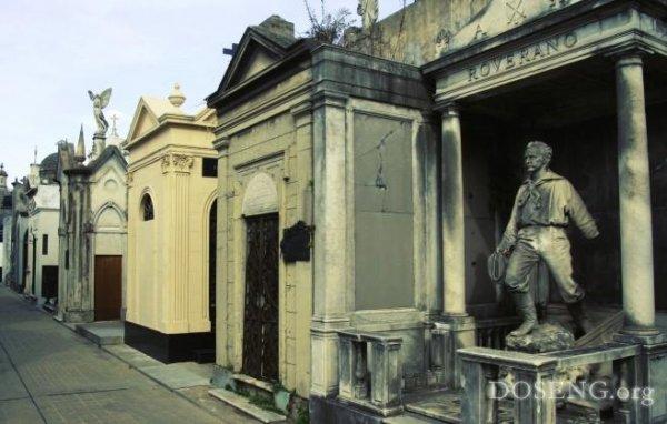 Кладбище в Буэнос Айресе, Аргентина (10 фото)
