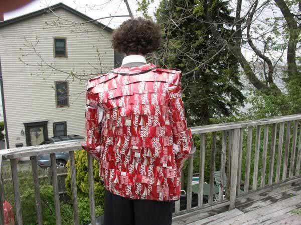 Одежда из Кока-Колы (18 фото)