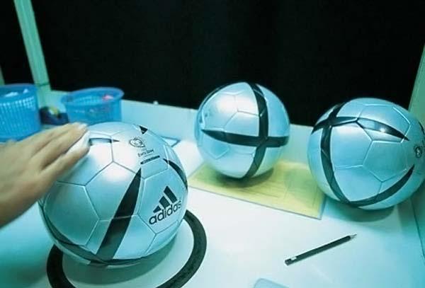 Футбольный мяч с чипом (6 фото)