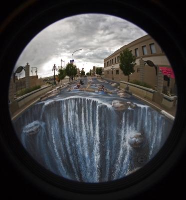 Картина реки на 280 м² городской улицы