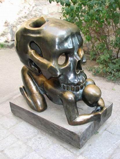 Памятник Смерти (2 фото)