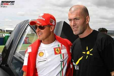 Зидан прокатился с Шумахером на болиде
