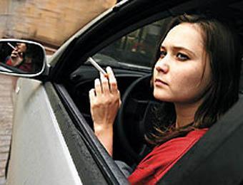Депутаты предлагают штрафовать водителей на 500 рублей за дымящую сигарету. ...
