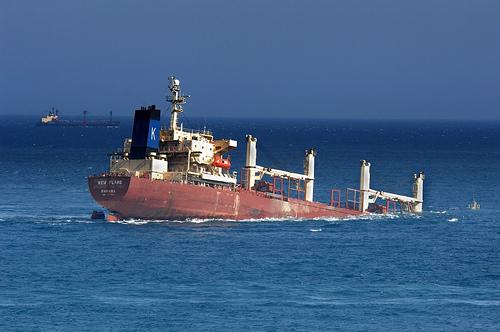 У берегов Австралии тонет судно New Flame