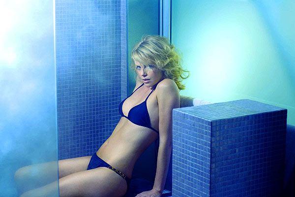 Шарлиз Терон - самая сексуальная из ныне живущих женщин! (5 фото)