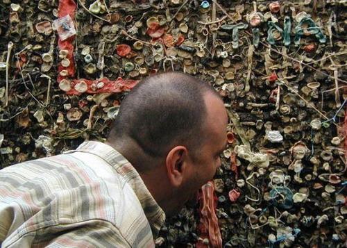 Стена из жевачек (9 фото)