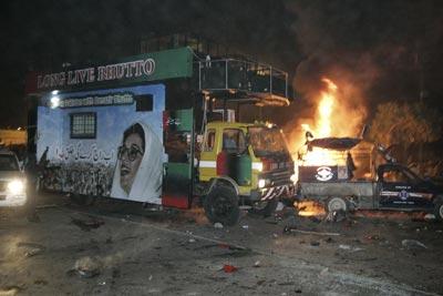 Теракт против Беназир Бхутто. Пострадали сотни людей