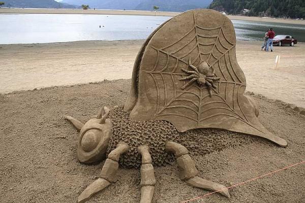 Нечто из песка (18 фото)