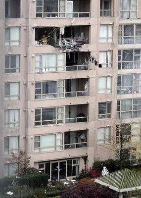 В Канаде самолет врезался в жилой дом