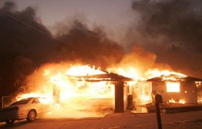 Пожары уничтожили дома в Малибу