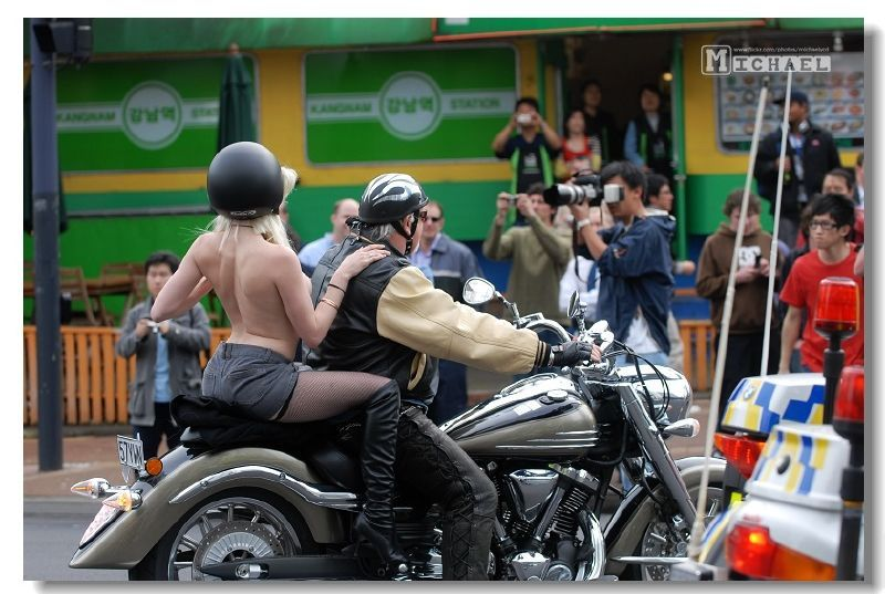 Thousands Pack Queen St To See Boobs On Bikes