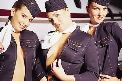 Стюардессы разделись, чтобы помочь авиакомпании (3 фото)