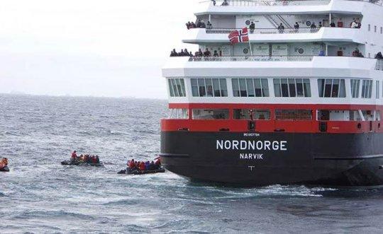 Операция по спасению пассажиров лайнера Explorer