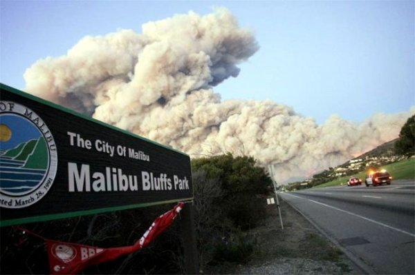 Пожары в Малибу (7 фото)