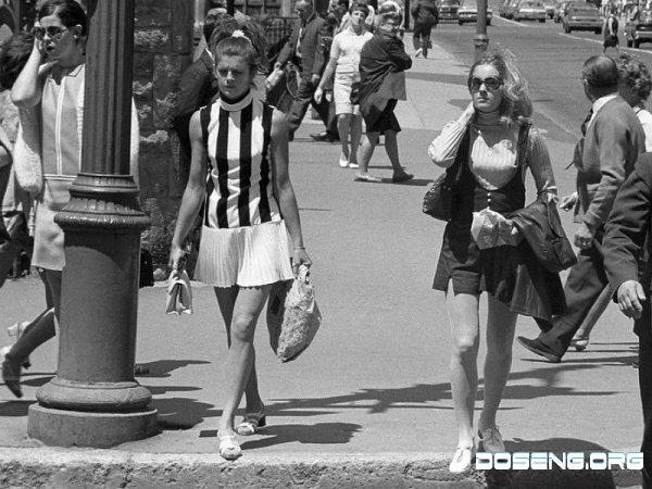 Красивые девочки 70-х годов в мини-юбках.  А казалось это было только.