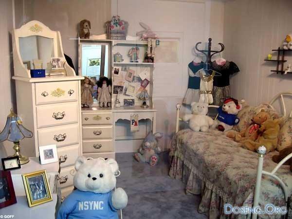 Родители сделали в детской комнате Бритни музей (10 фото)