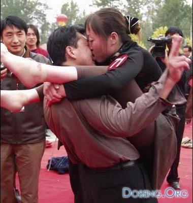 Соревнования по поцелуям (12 фото)