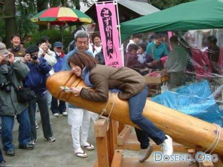 В Японии проводится фестиваль мужских гениталий (фото)