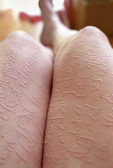Рисунки на коже Адрианы (11 фото)
