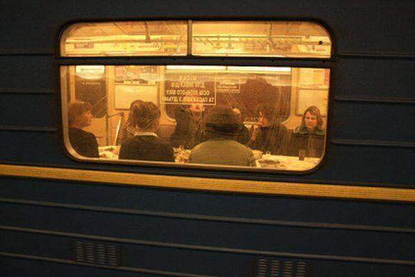 Поминки в киевском вагоне метро (13 фото)