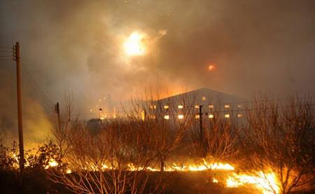 В Китае взорвался самый большой склад петард (7 фото)