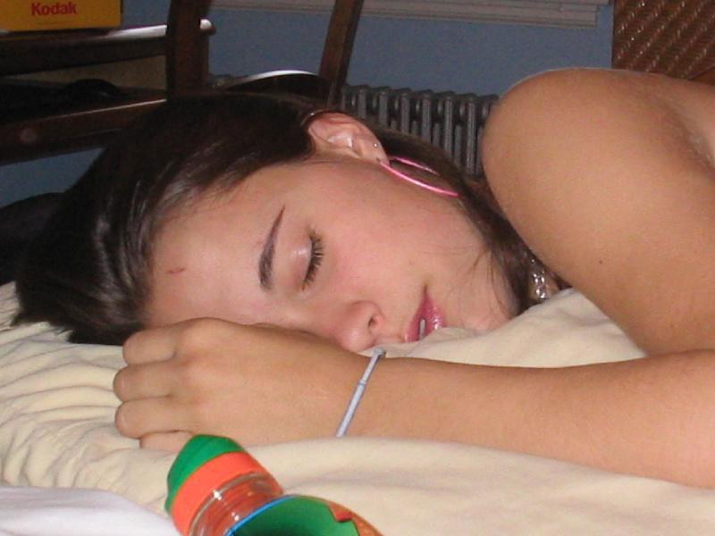 poka-sestra-spala-brat-lapal
