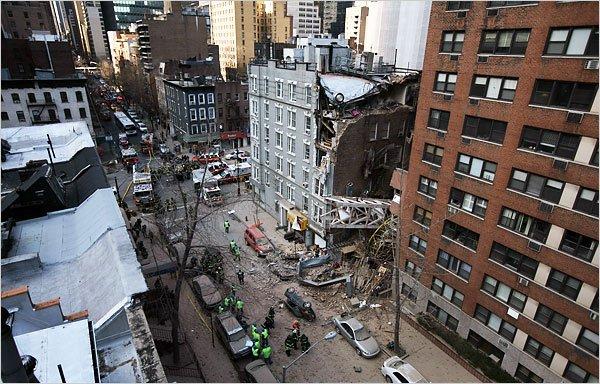 В Нью-Йорке на людей упал строительный кран!