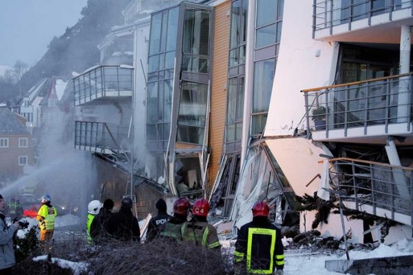 В Норвегии рухнул жилой дом! (5 фото)