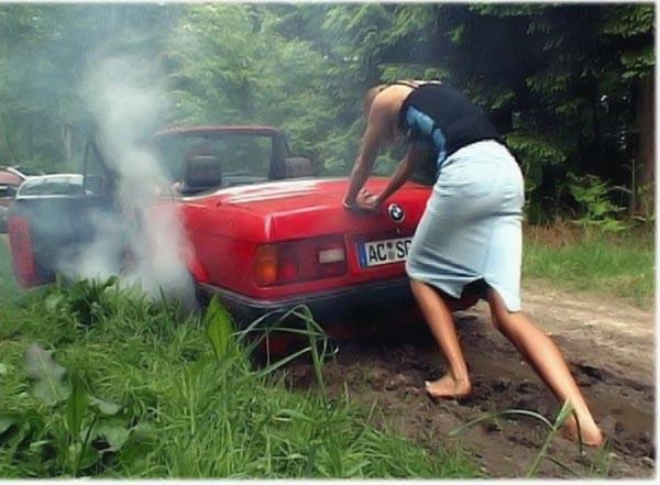 Женщина за рулем - повод для страховки (15 фото)