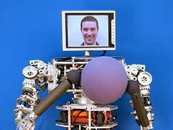 Американцы сделали робота для пенсионеров