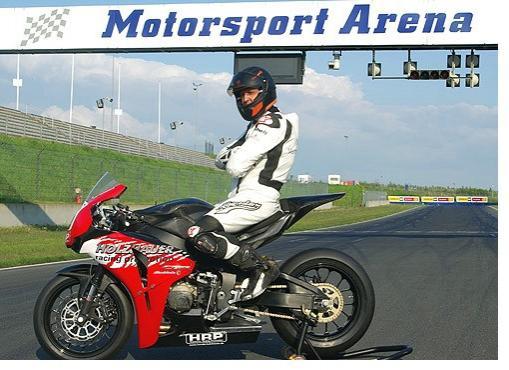 Михаэль Шумахер участвует в мотогонке в Ошерслебене