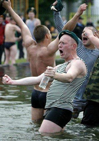 Как проходил день пограничника в Парке Горького в Москве...