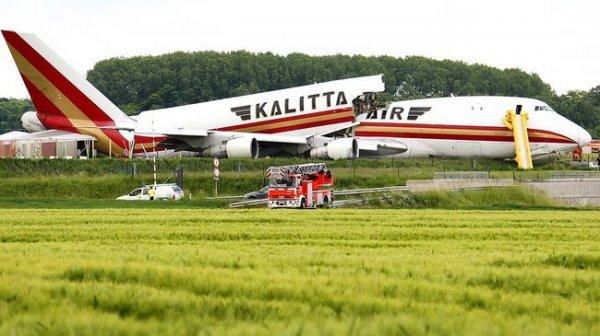 Грузовой самолет Boeing 747 (3 фото)
