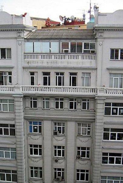 Выглянул человек в окно, а там (6 фото)