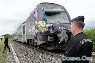 Во Франции поезд протаранил автобус: погибли 7 детей