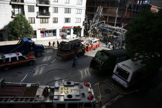 В Нью-Йорке на Манхеттене упал кран, есть жертвы