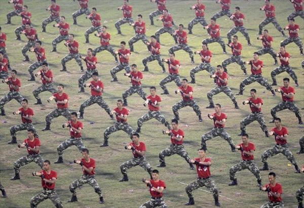 Армия и полиция Китая проводят учения «антитеррор»