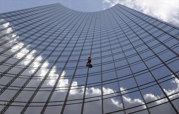 Человек-паук Ален Робер и его очередной небоскреб