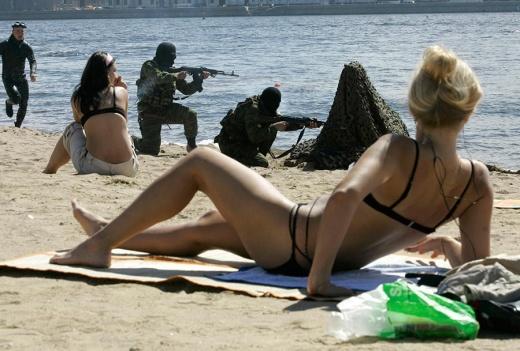 Тренировка морских пехотинцев на пляже