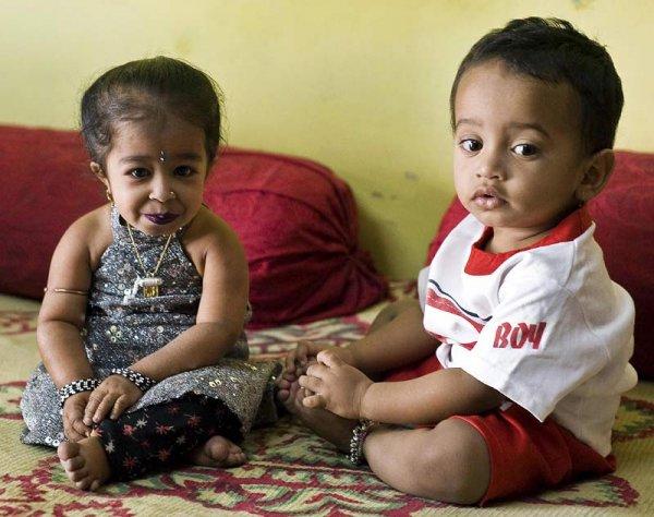 Тинейджер из Индии, чей рост составляет 58 см, считается самым маленьким человеком в мире