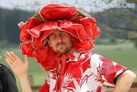 Конкурс шляп на знаменитых скачках Кентукки-дерби